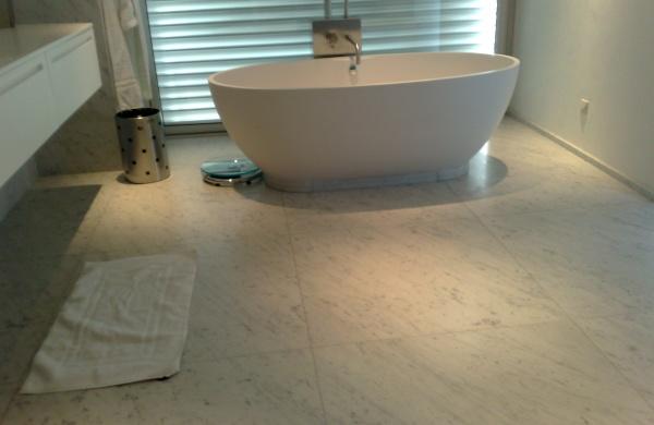 salle de bain marbre carrare latest carrelage salle de. Black Bedroom Furniture Sets. Home Design Ideas