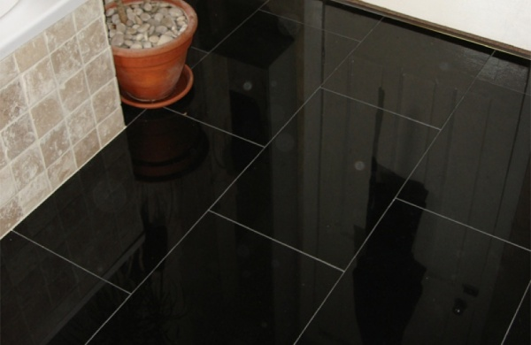 plan de travail en granit noir zimbabwe flamme brosse pose de cuisine au beausset var noir. Black Bedroom Furniture Sets. Home Design Ideas