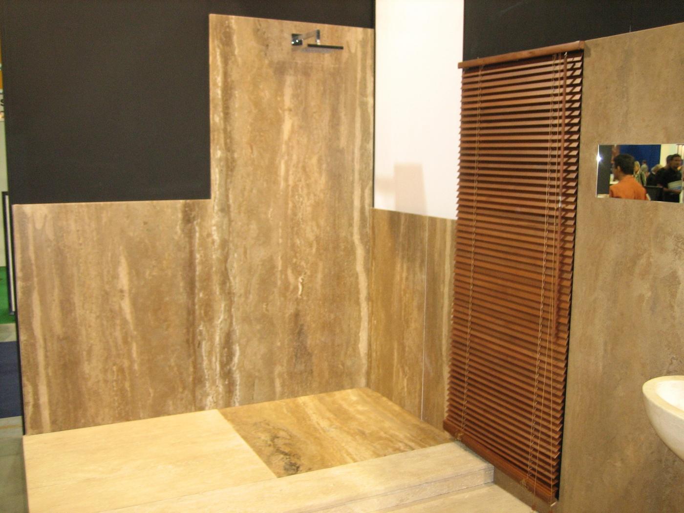 Salle de bains en Travertin Noce Travertino Noce - Marbrerie ...