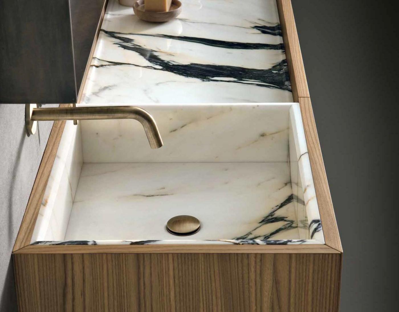 Vasque et Plan Calacata Paonazzetto. Meuble et robinet Altamarea Must (design Willy Dalto)