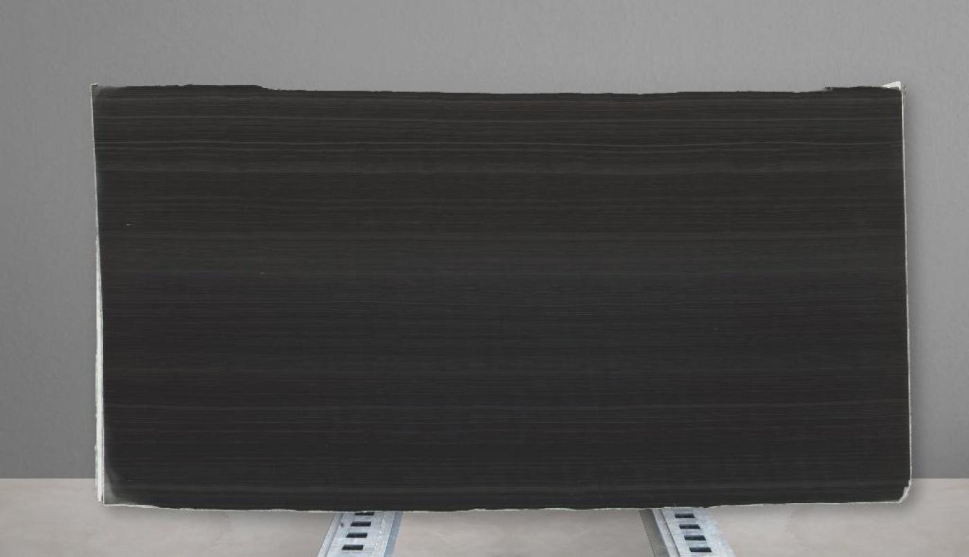 Granit Black wood vein cut slabs