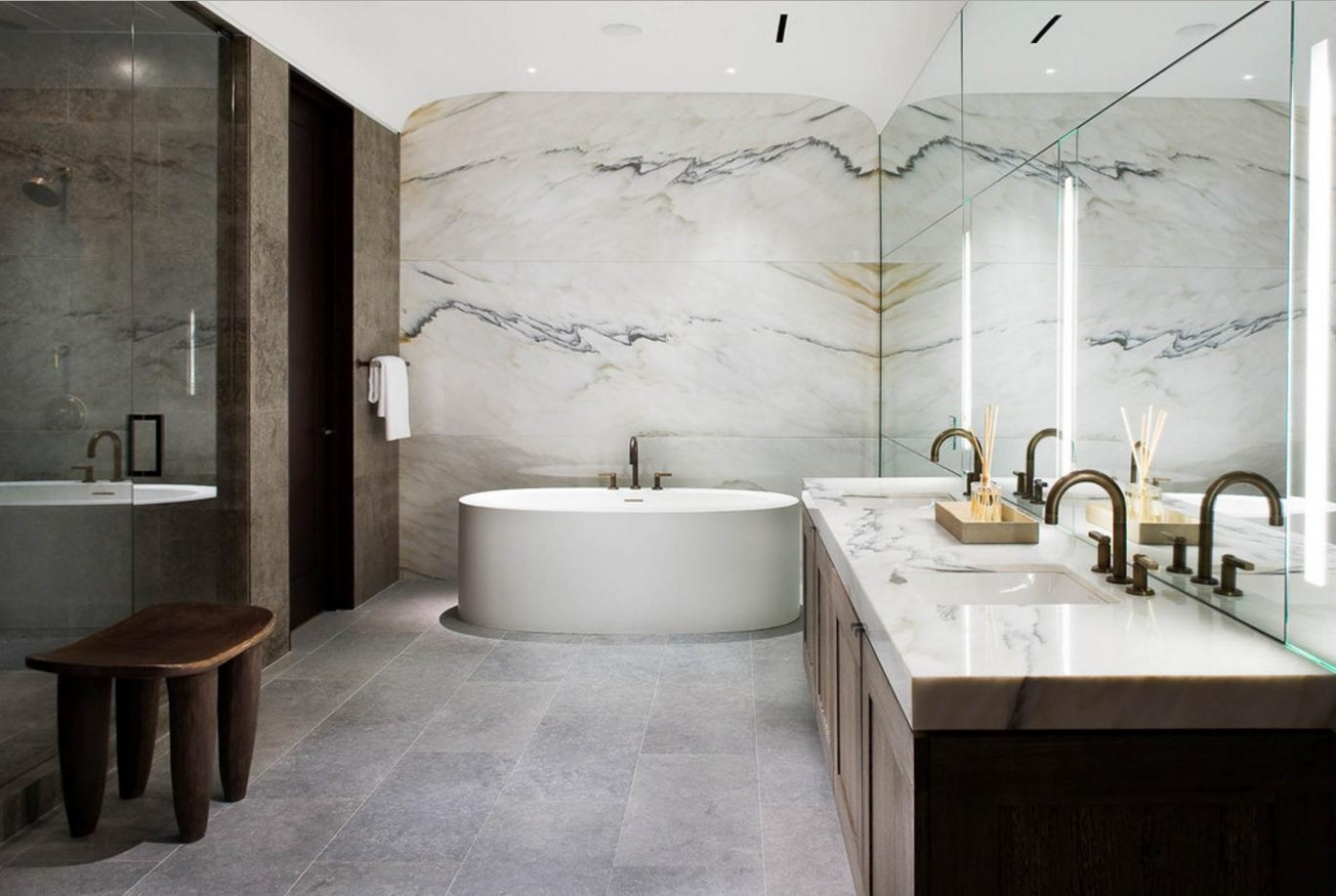 Salle de bains Marbre blanc Paonazetto Calacatta - Marbrerie de La ...