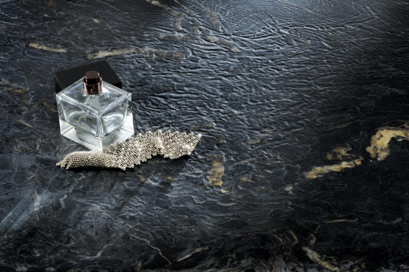 Granit Titanium leather finish