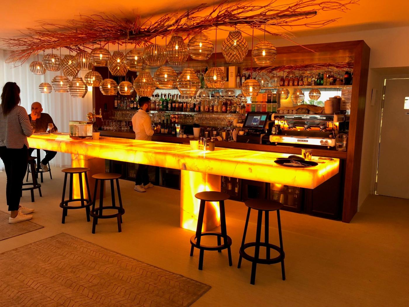 Mobilier Réalisation d'un Bar en onyx rose rétroéclairé pour l'hôtel le reine Jane à Hyères (Var 83)