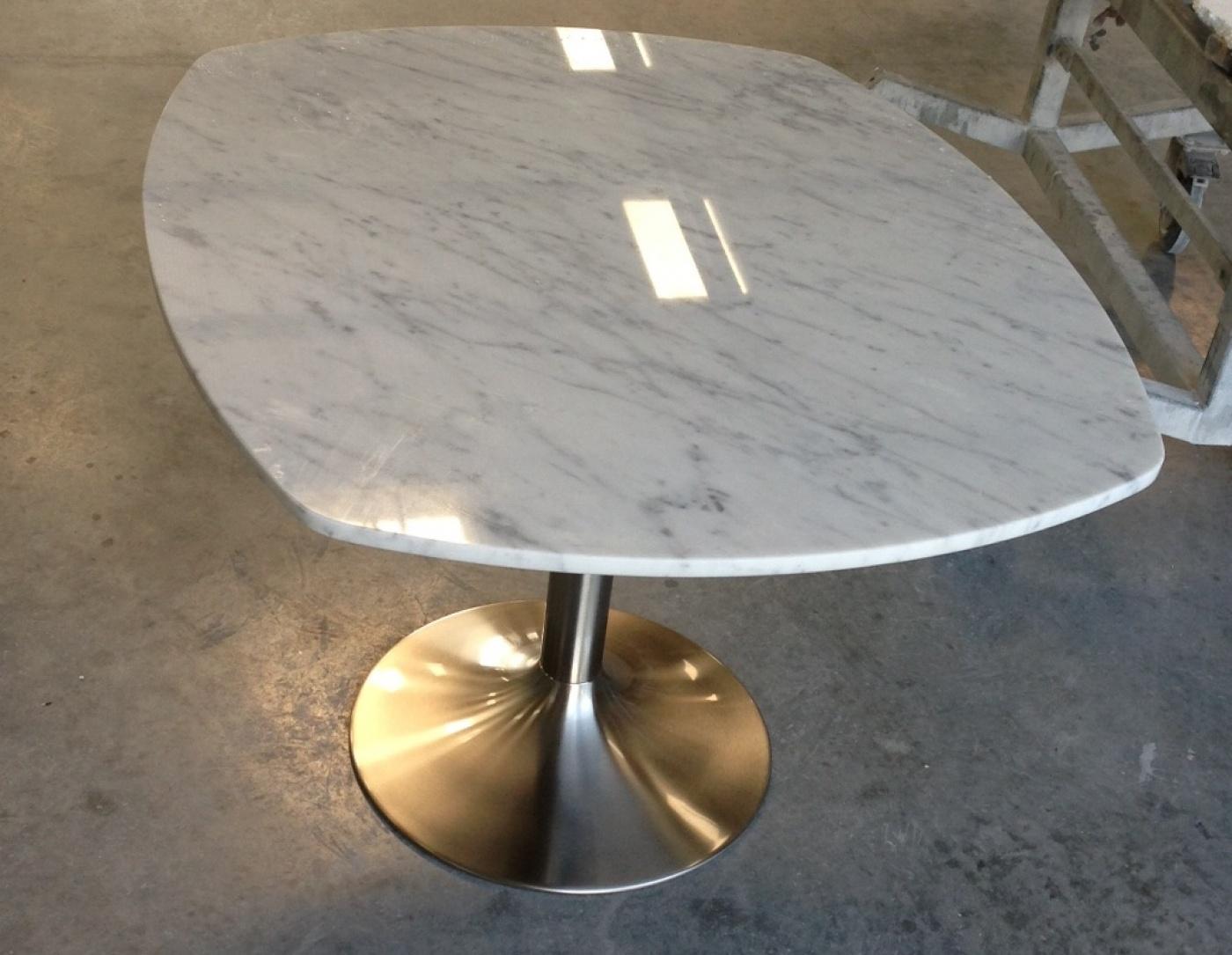 Table Bianco Carrara sur pied alu brossé Approsine Bristot 56