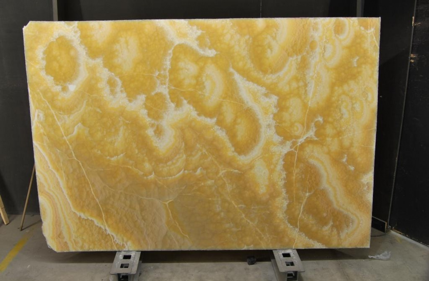 Onyx Arancio slabs tranches