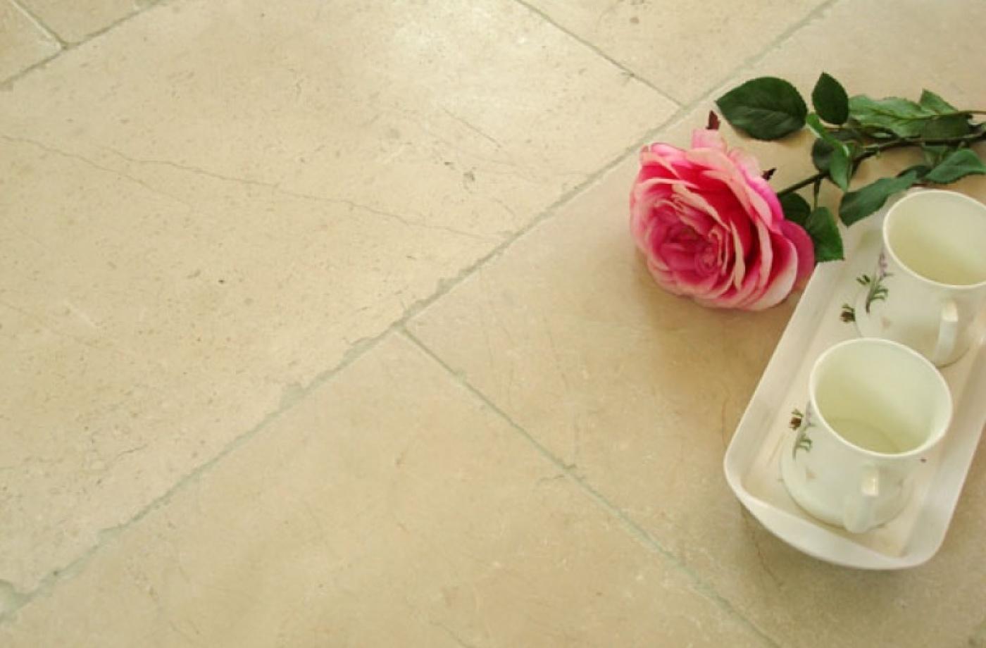 Marbre Vente de sol en marbre Crema Marfil Dalles de 60xx40 finition vieillie. Livraison à Paris 75