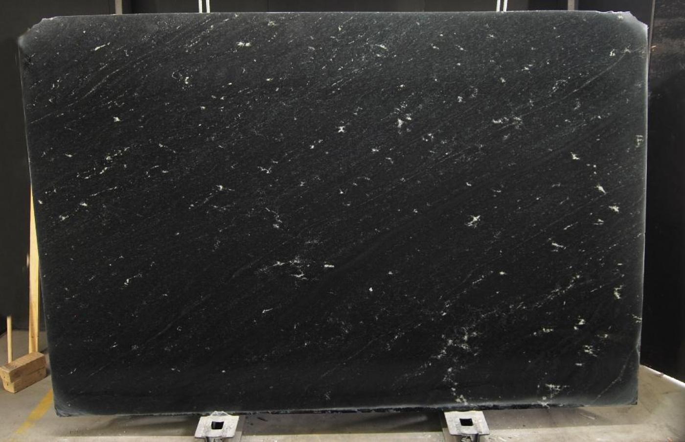Marbre Tranche de granit noir veine blanc Via Lattea