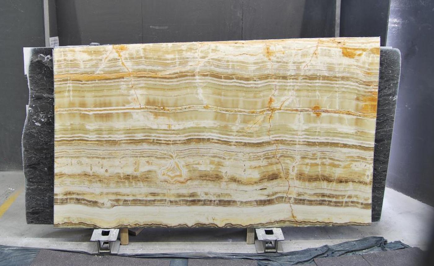 Marbre Tranche d'onyx Candy, couleur beige et dorée