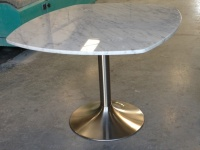 Table Bianco Carrara sur pied inox satiné