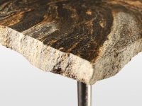 Edna: table basse en granit magma finition brute