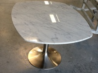 White Carrara Marble Table on a brushed aluminium support Approsine Bristot 56