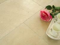 Vente de sol en marbre Crema Marfil Dalles de 60xx40 finition vieillie. Livraison à Paris 75