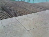 Dallage de terrasse de piscine en pierre naturelle Ampilly Antique 
