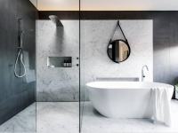 Mur de douche en marbre blanc carrare mat