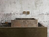 Bains avec meuble et robinet Altamarea Must. Vasque en Arabescato Orobico Gold.