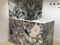 Wall in White beauty marble for Sandro shops (SMCP group)