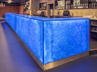 Comptoir de bar sur mesure rétro éclairé en verre Ocean blue Magna