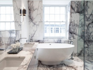 Salle de bains en marbre blanc Lilla