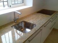 Plan de travail en Madura Gold Evier sous plan en Inox Blancosupra Cuisine réalisée à Cavalaire sur Mer (83)