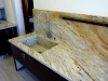 Plan de travail de avec vasque sous plan en Granit Gold River. Projet réalisé au Lavandou (83)