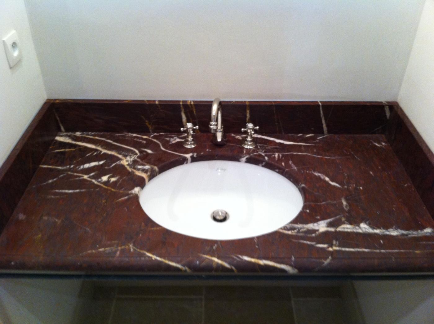 Plan vasque Rouge Griotte. Finition bec de corbin. Chantier réalisé Saint Remy de Provence. Architectes LAFOURCADE