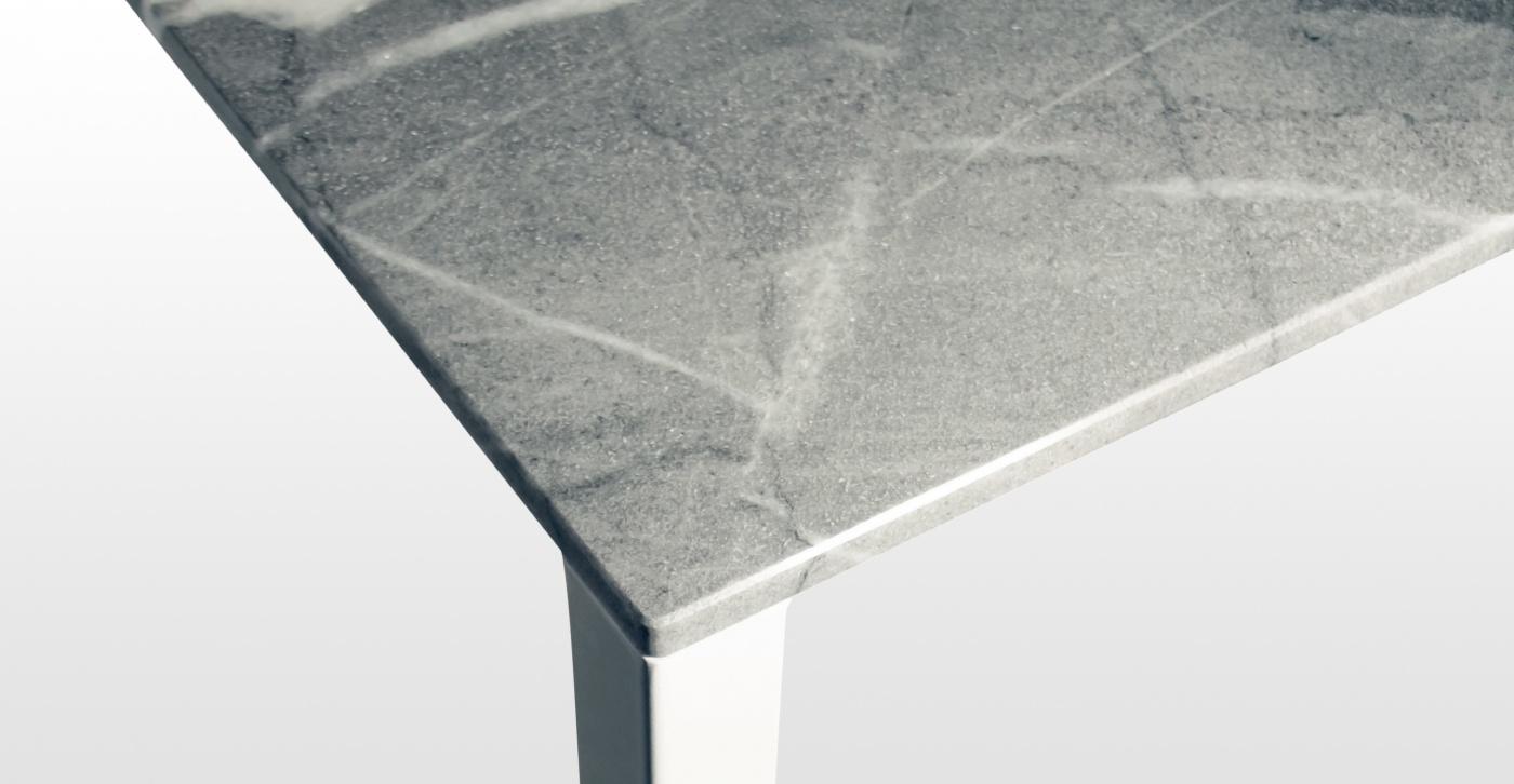 Connie: table bureau en marbre bleu de savoie