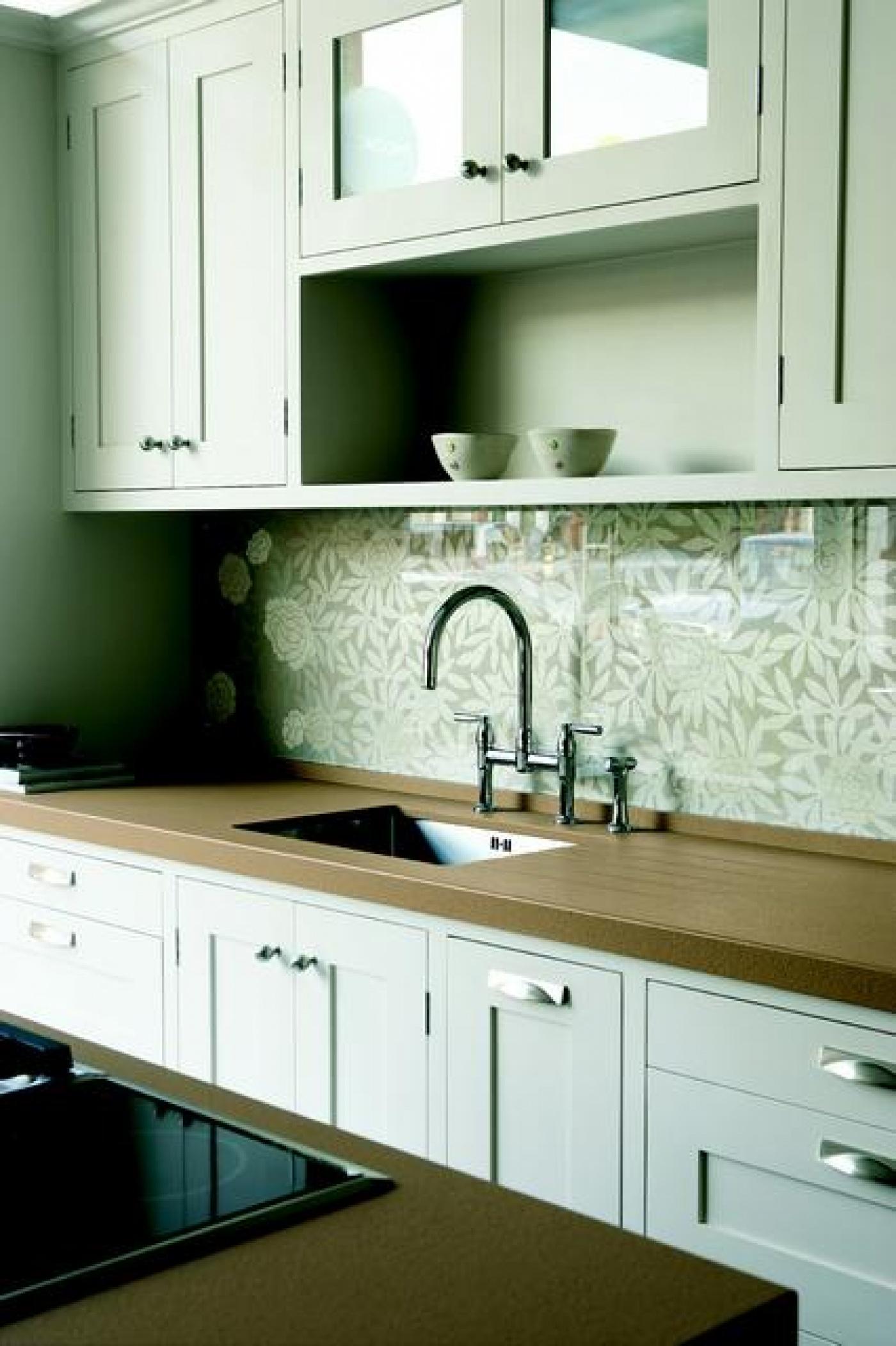Granit Fabrication et pose de plan de travail de cuisine en quartz sur mesure Marron Canela, evier inox