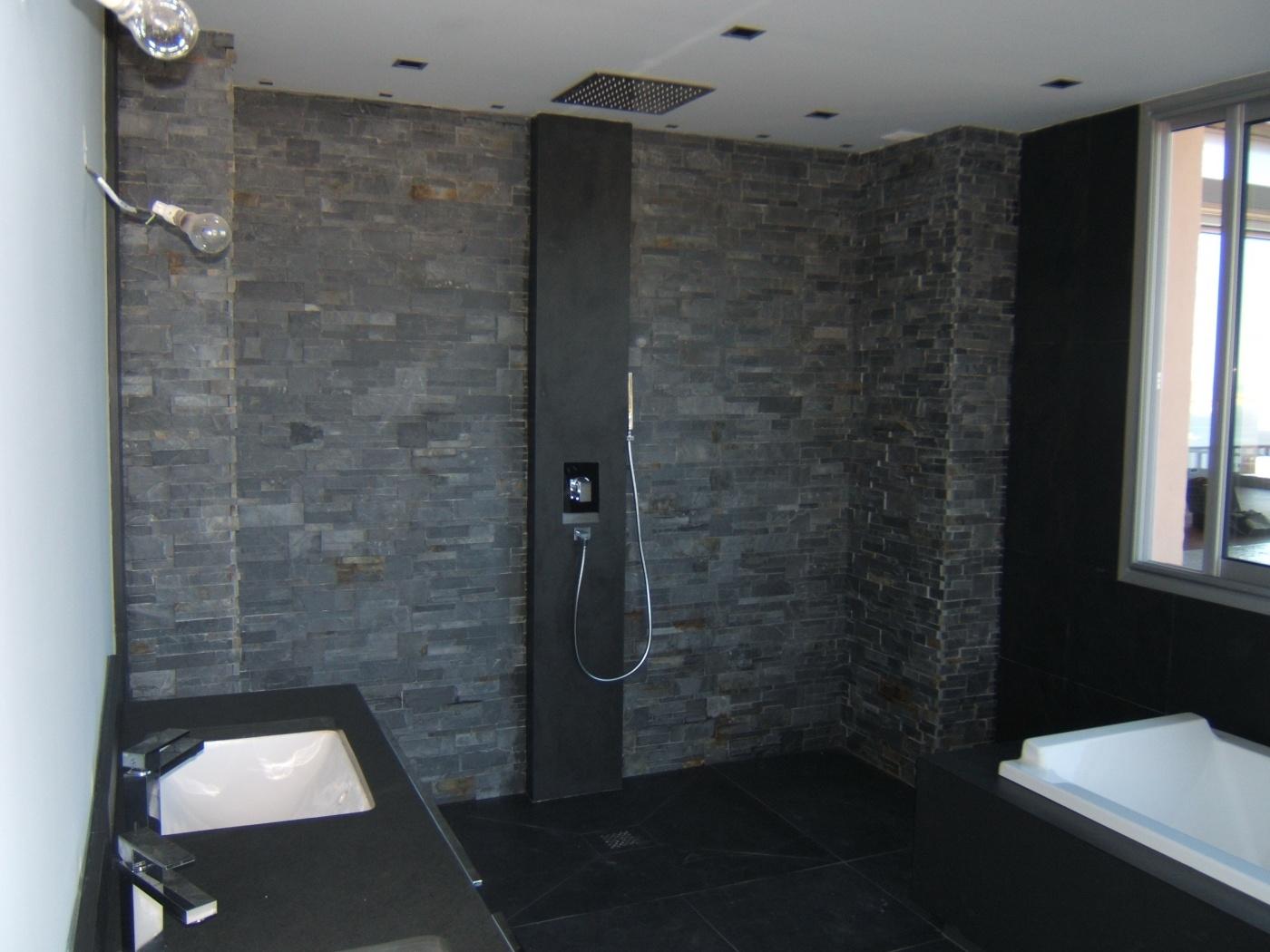 Salle de bains en Ardoise noire 60x60 Receveur de douche, plan vasque et habillage de baignoire sur mesure