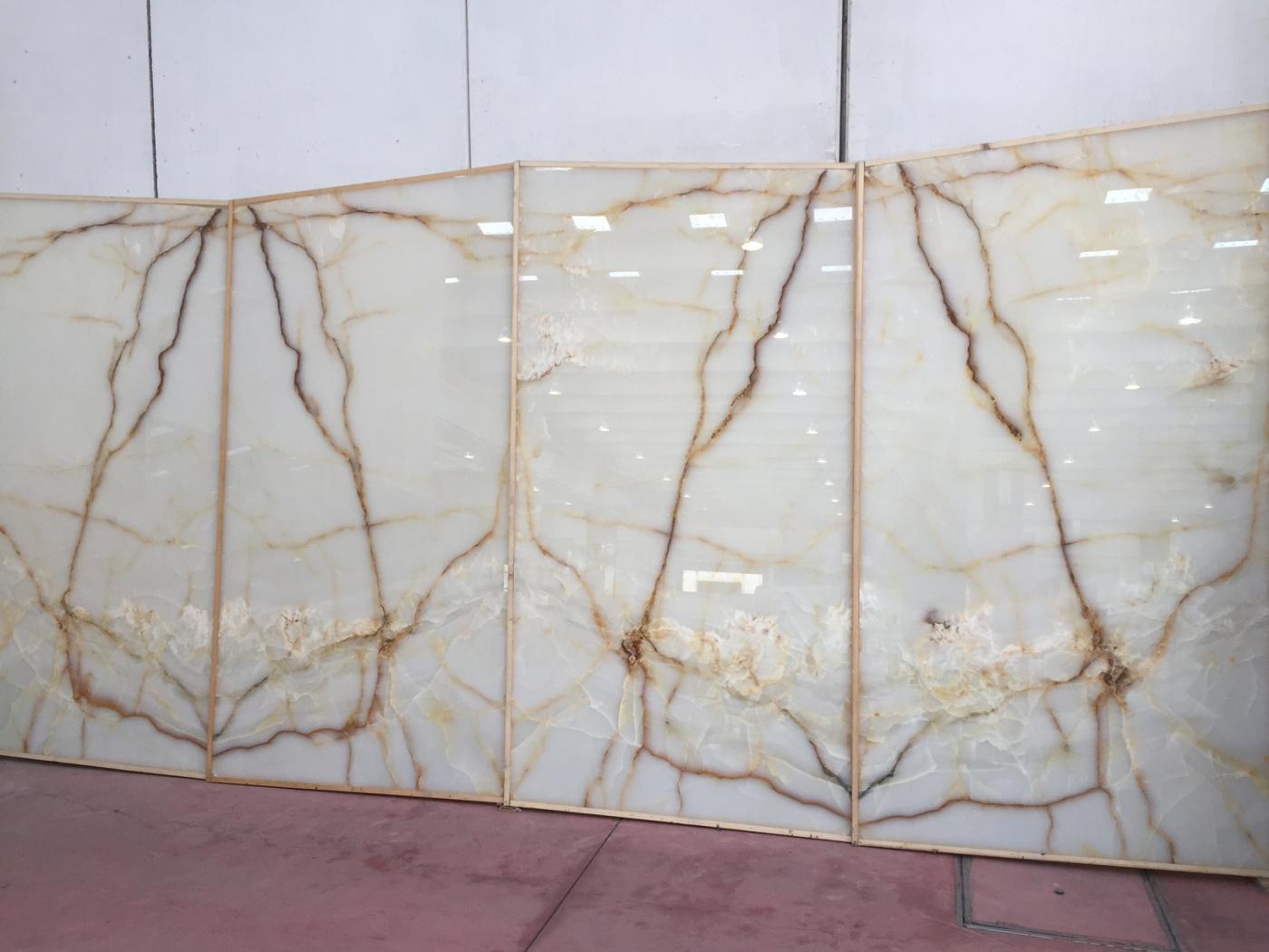 Granit Onyx White Gold Vein slabs