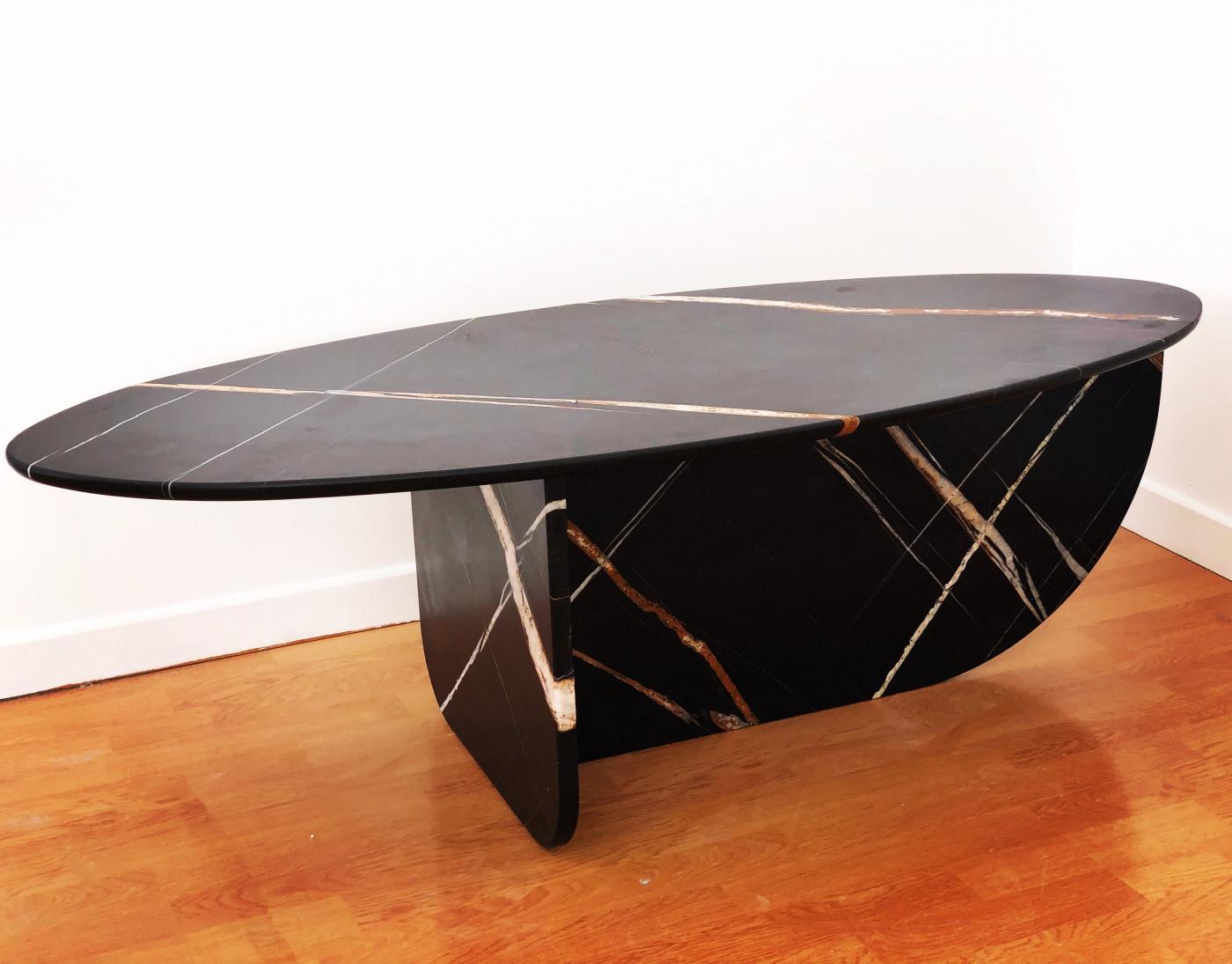 Table ovale marbre noir sahara adouci Pied en marbre design