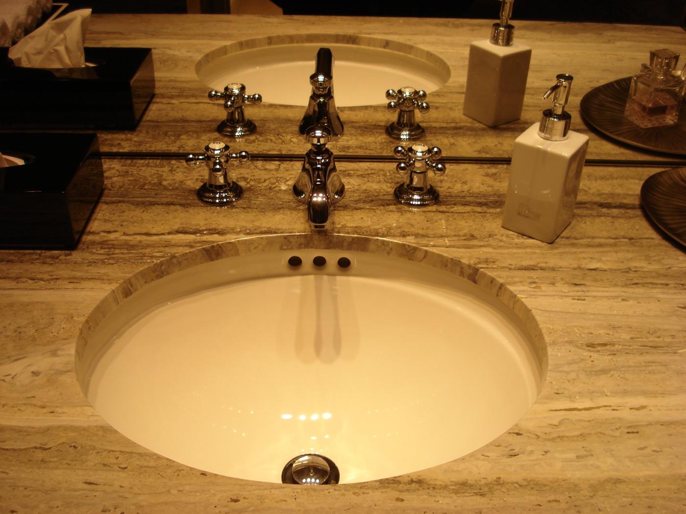 Marbre Pan vasque WC en Travertino Silver poli.