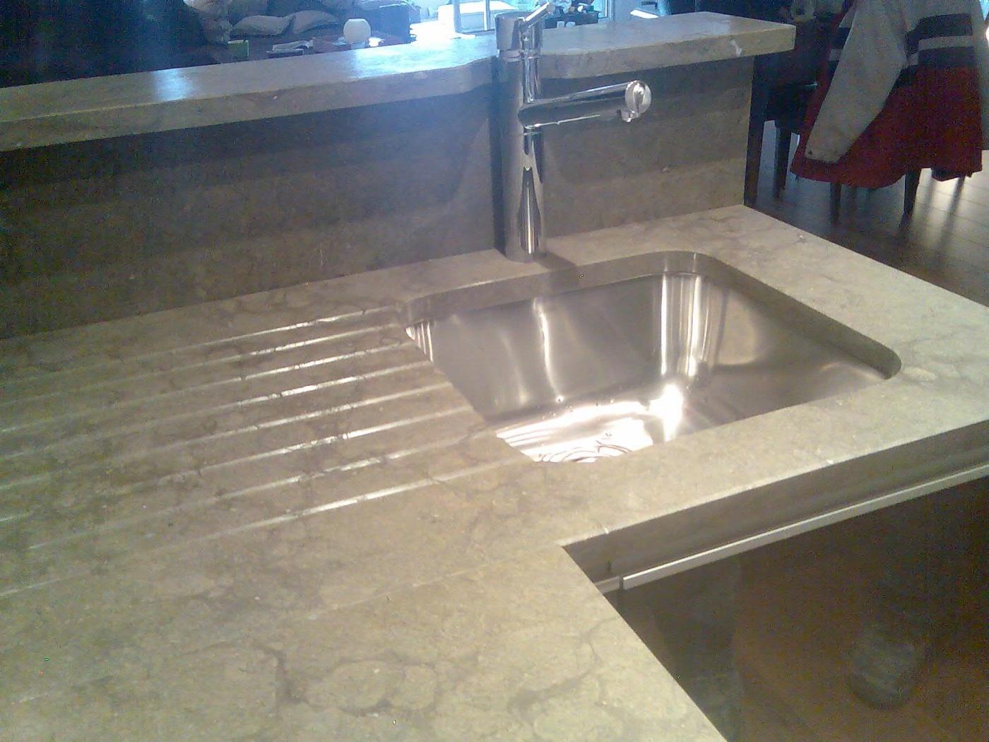 Plan De Travail Granit Loire plan de travail avec comptoir en pierre de cenia gris. evier