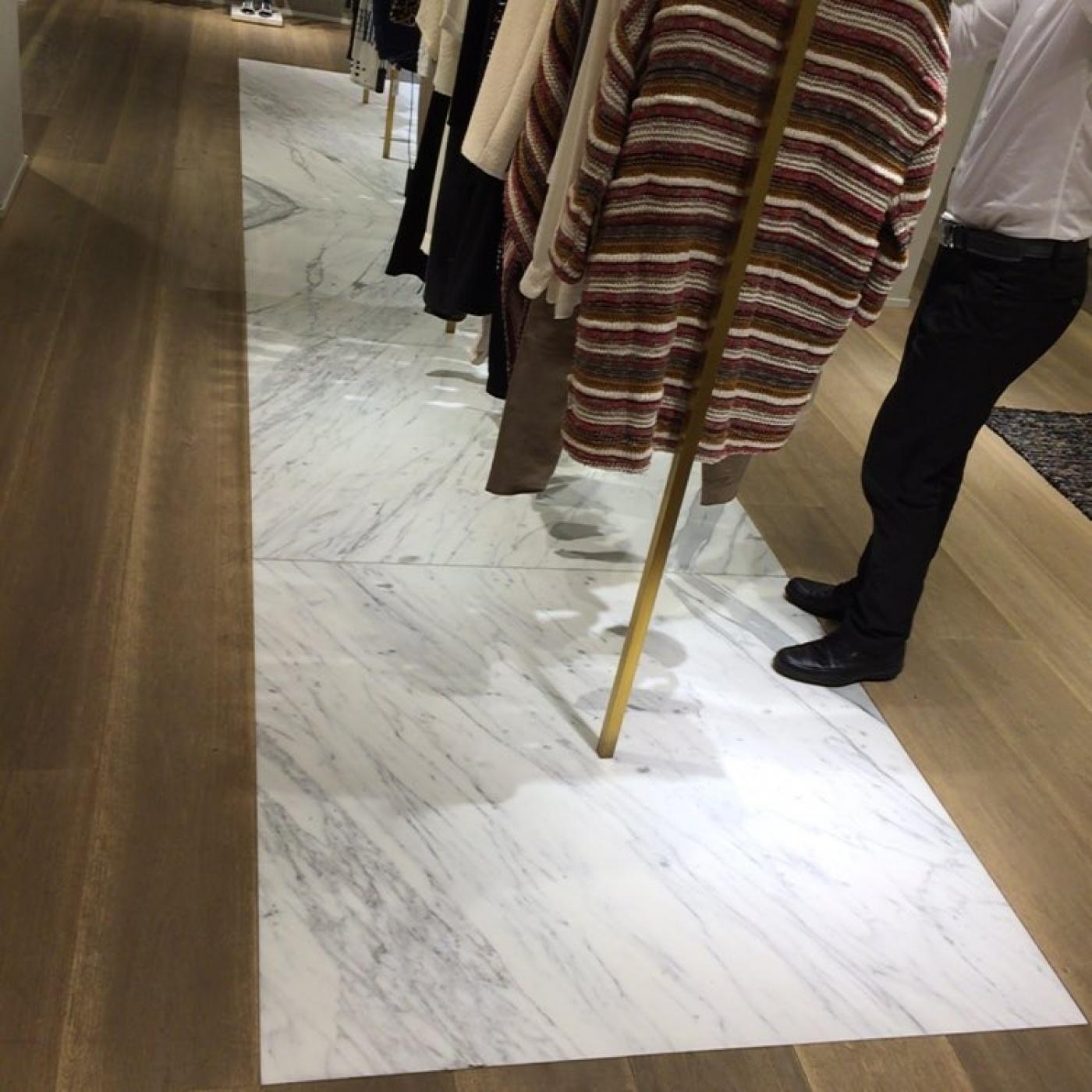 Marbre Statuario Extra Maje Shop (Barcelone)