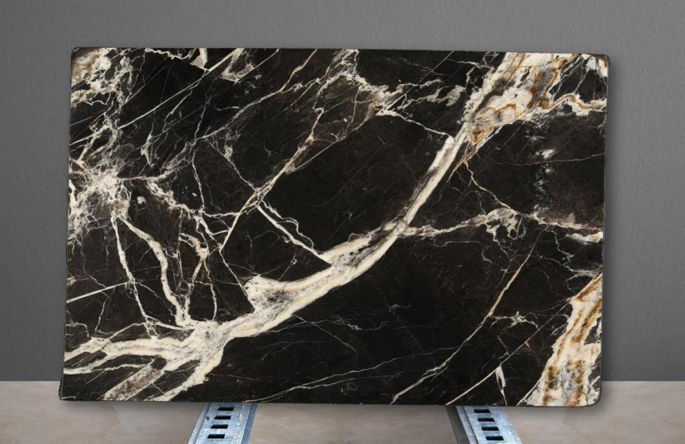 Calacatta Black Tranche de marbre noir veiné blanc et or