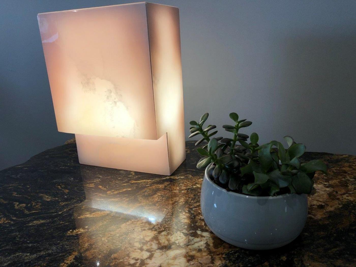 Lampe de chevet en Onyx Rose rétro-éclairé