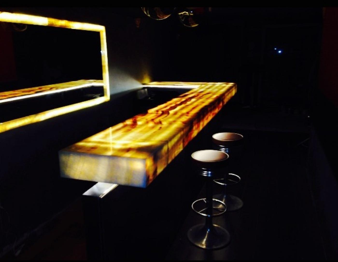 Granit Onyx Miel backlight Bar, Aix-en-Provence